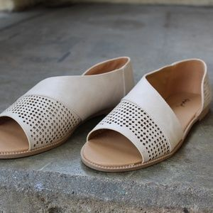 Shoes - 🆕//The Sarita// Stone Cutout Flat